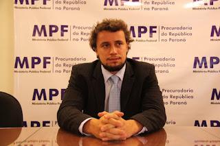 http://www.folhapolitica.org/2017/03/o-que-acaba-com-economia-e-corrupcao.html