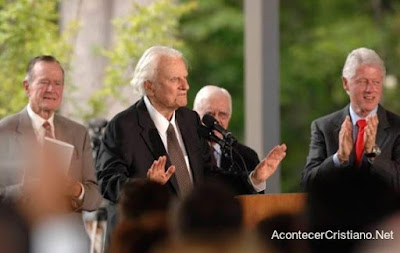 Expresidentes estadounidenses junto a Billy Graham