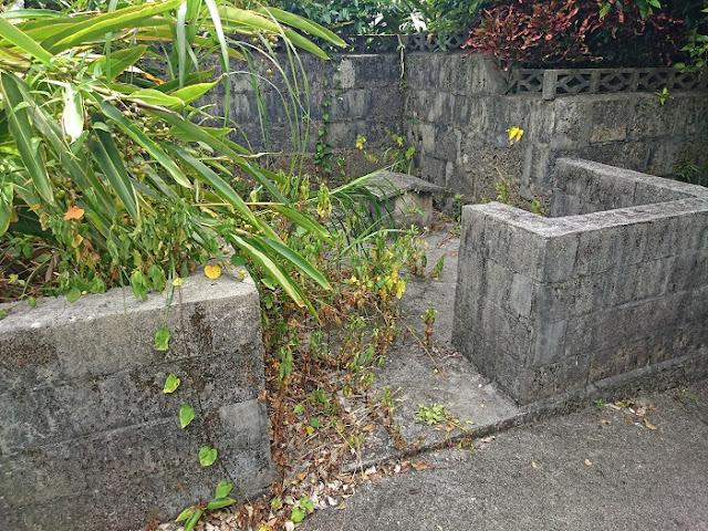 <前盛>の後方にある拝所(糸満市 兼城集落)の写真