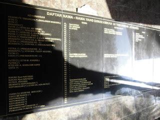 Prasasti granit Keluarga Besar Gus Dur