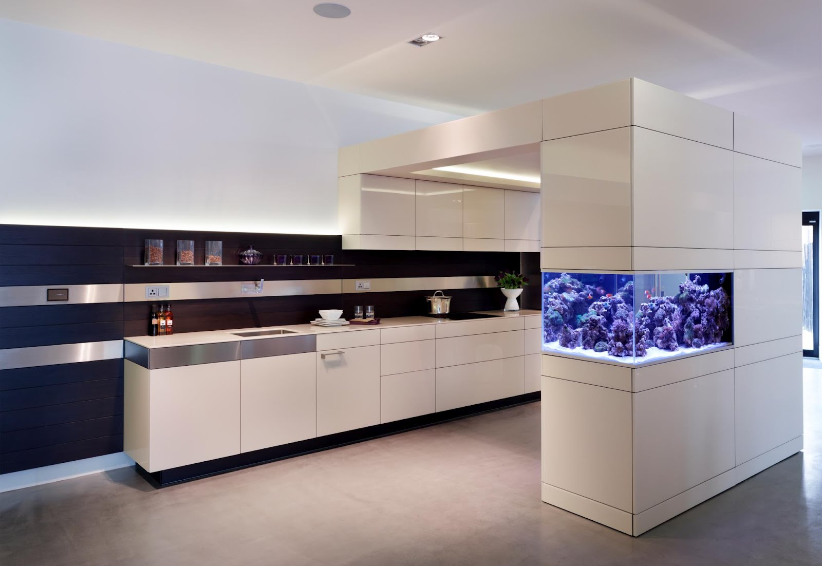 Fish tank in kitchen - If It S Hip It S Here Archives No Room For An Aquarium Think Again 20 Unusual Places In Your Home For Fish Tanks
