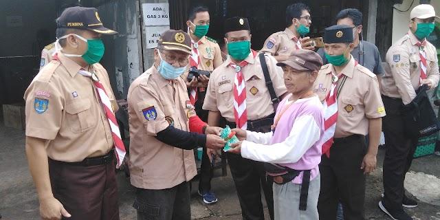 Kwarcab Gunungkidul Membagikan Masker dan Hand Sanitizer di Area pasar Trowono