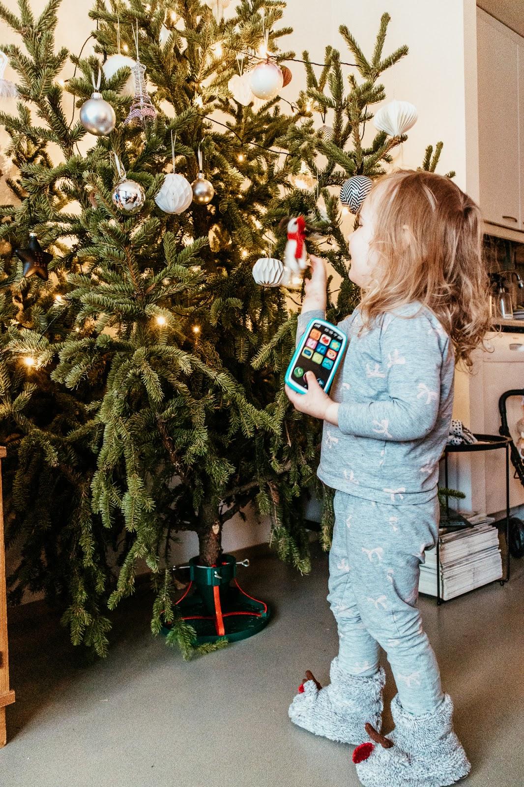 joulu, jouluaatto, joulukuusi, joulupäivä, lapsiperhe,