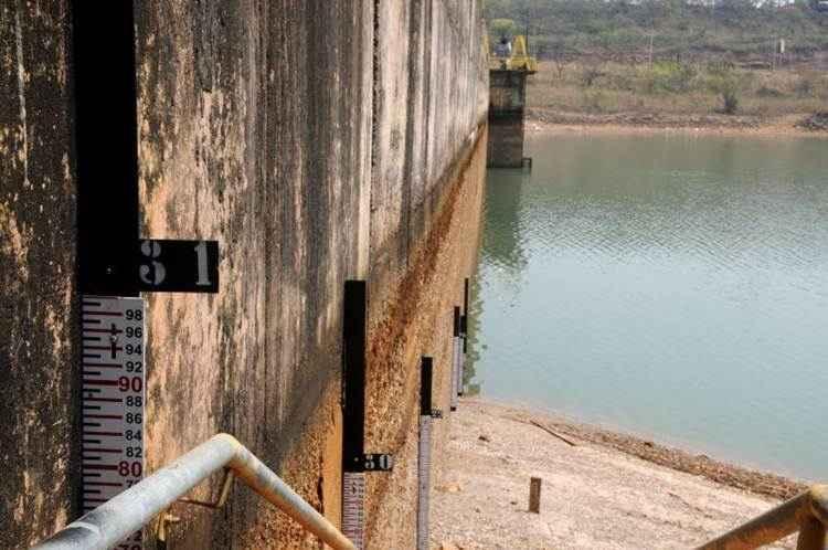 Preocupação com o reservatório de Santo Antônio do Descoberto, que está com nível muito baixo: menores marcas desde 1987