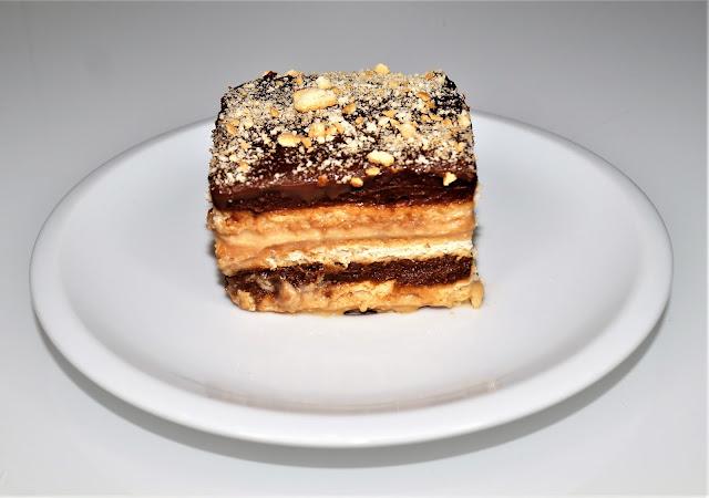tea biscuits cake recipe, cake recipe, dulce de leche, chocolate desserts