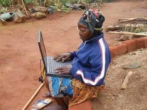 Please Don't Disturb…Mama Is Browsing (Hilarious Photo)