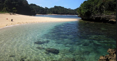 Wisata pantai di Malang Selatan nir terdapat habisnya dan selalu bermunculan menggunakan k Wisata pantai Bantol - yang menyimpan sejuta keunikan yang sangat indah di Malang