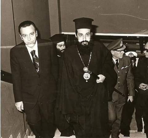 Παλαιότερη φωτογραφία με τον Μακαριστό Μητροπολίτη Προκόπιο από εκδήλωση της Λέσχης Ποντίων Νομού Καβάλας.