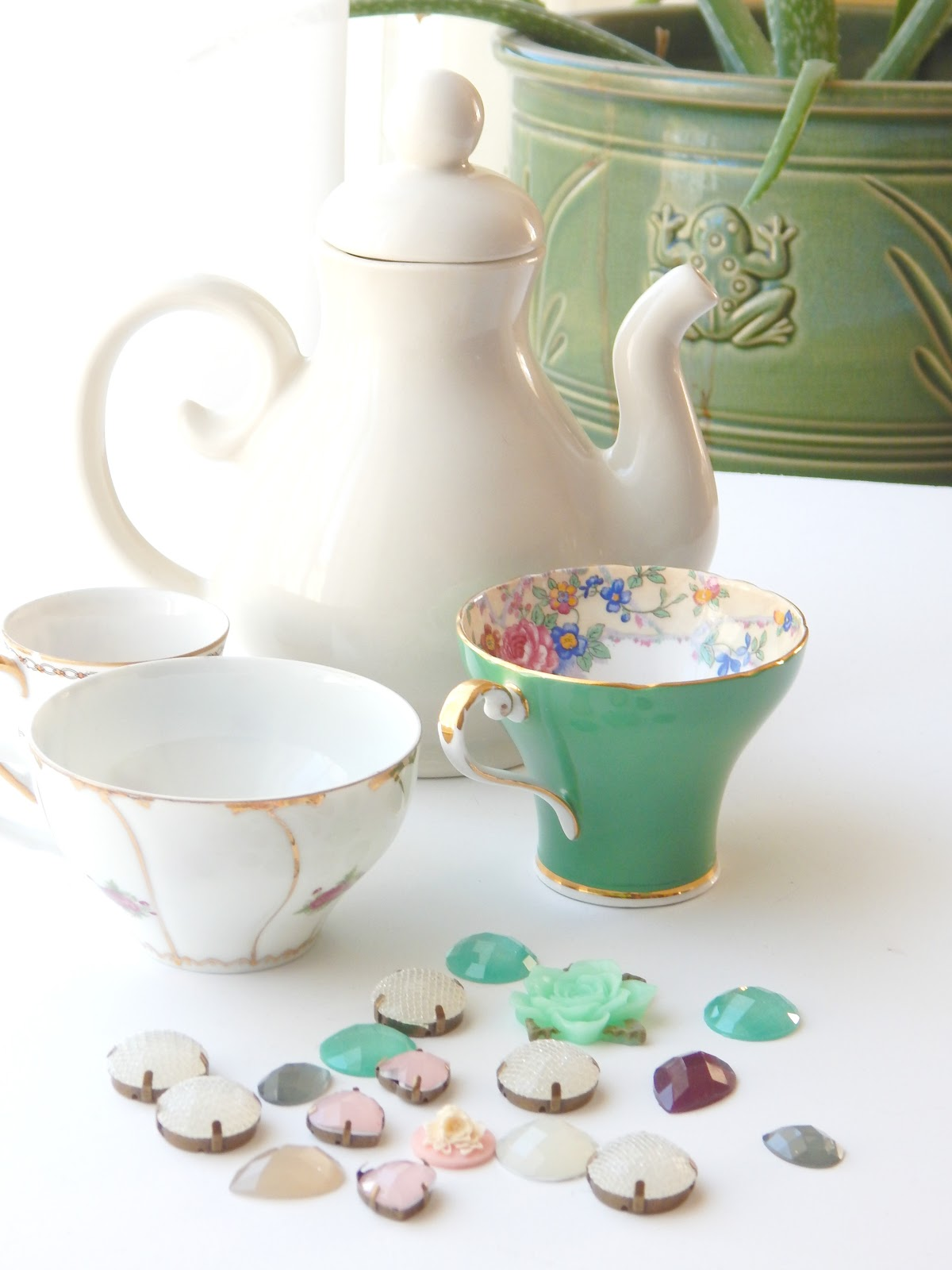 Pretty Mismatched Teacups, tea cups, tea party, Alice in Wonderland