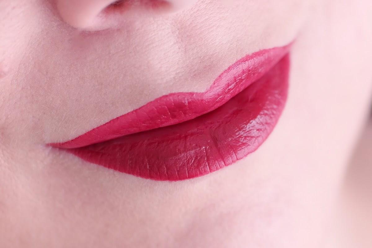flüssiger Lippenstift in Rot
