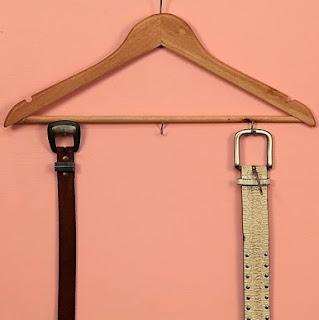http://lasmanualidades.imujer.com/2011/07/24/organiza-tus-cinturones-con-una-percha