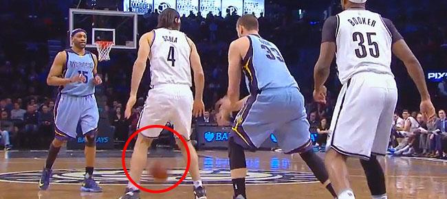 Marc Gasol Brings out the Through-the-Legs Pass Again! (VIDEO)