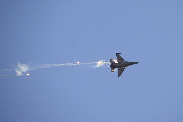 Caças SU-30 da Rússia na Síria, atiraram 2 vezes contra quatro F-16 de Israel