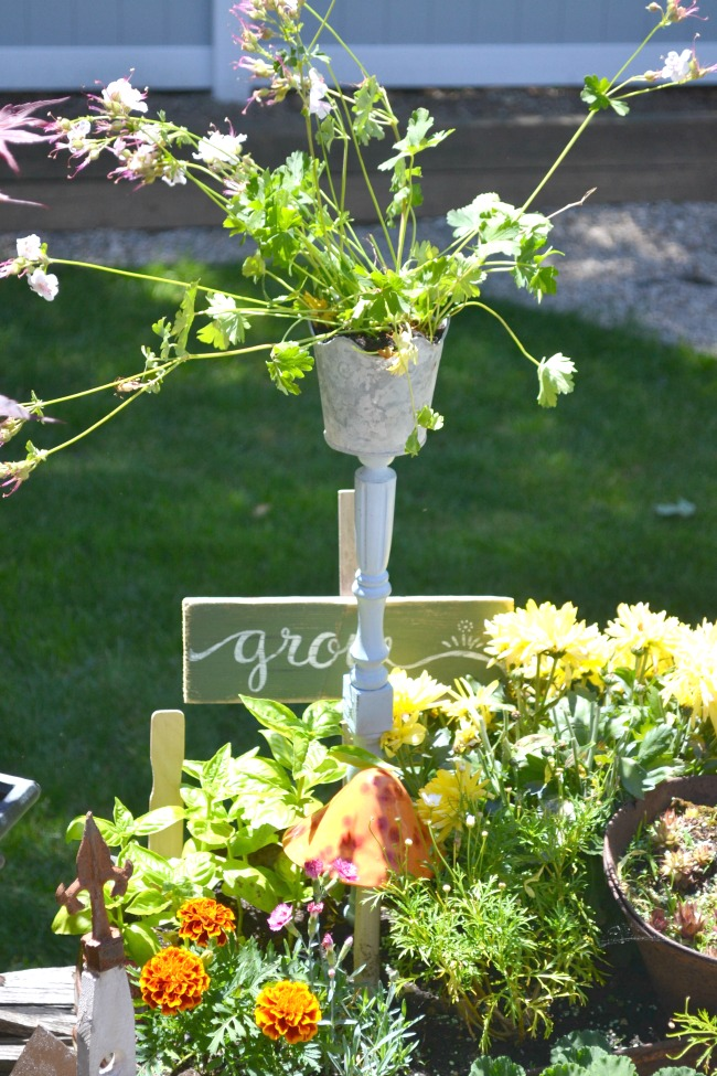 A Galvanized Spindle Planter  www.homeroad.net