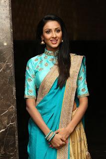 Majnu fame Priyashri sizzling pics 001.jpg