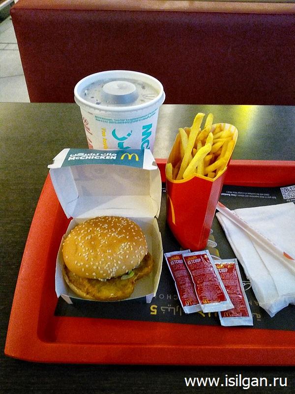 Бесплатный завтрак в аэропорту Абу-Даби. Объединенные Арабские Эмираты