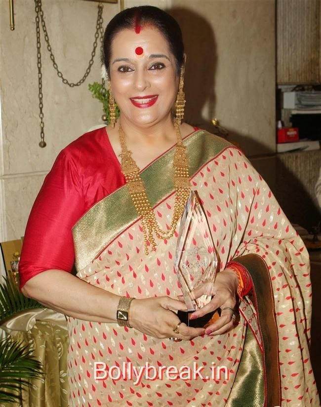 Poonam Sinha, Hot Babes at Society Young Achievers Awards 2013