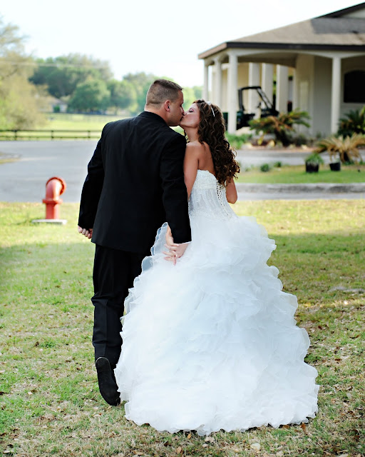 Best Wedding Party Entrance Songs: Kiss The Bride Wedding And Event Planning: A Breathtaking