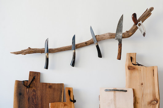 jocundist: This Wall Hanging Branch Has Magnets Fix Into It To Hold Knives