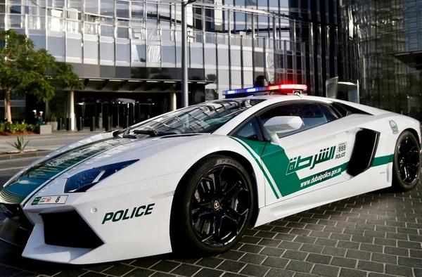 La policía local utiliza modelos Ferrari, Aston Martin y Lamborghini en su flota oficial