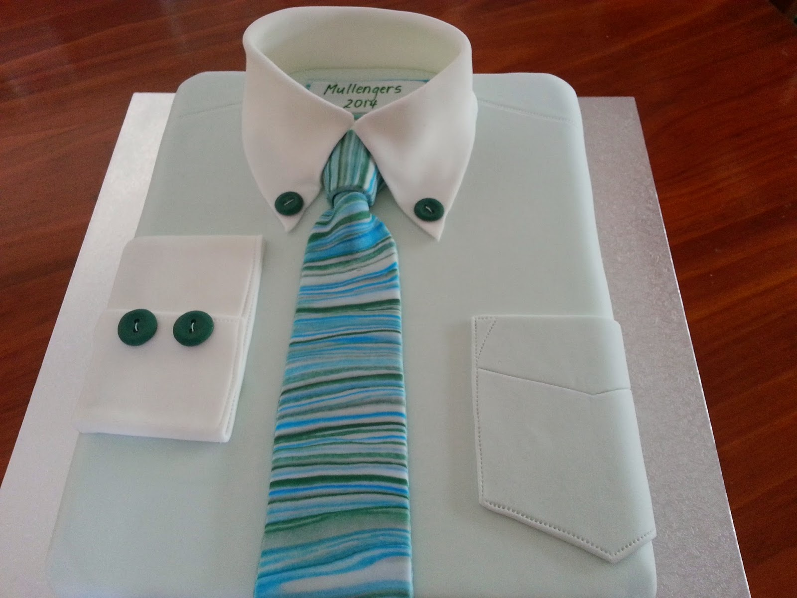 How To Make A Pen On Shirt Cake