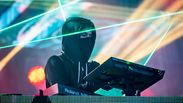 Alan walker, gaya berpakaian alan walker, jaket alan walker