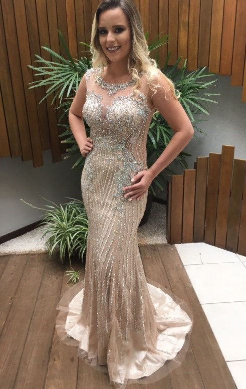 vestido de festa com bordado e brilho