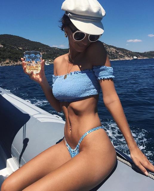 Emily Ratajkowski turns on the nets with tiny bikini