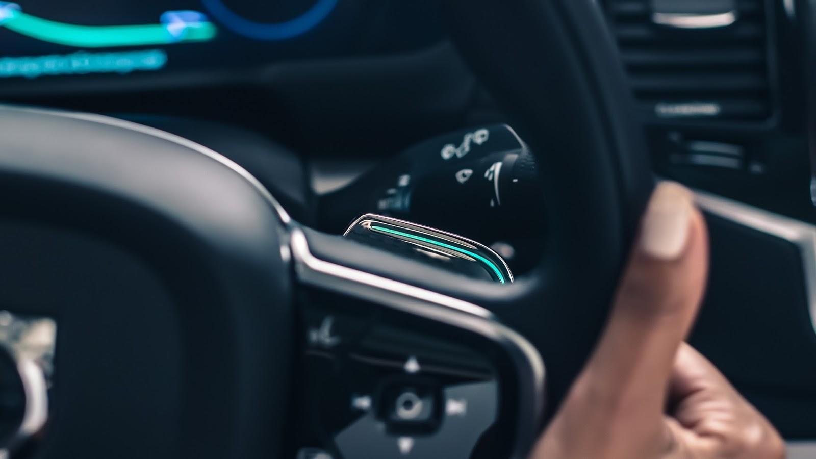 VOLVO AUTO%2BPILOT%2BINTELLISAFE 3 Το 2017 η Volvo θα βγάλει στο δρόμο 100 αυτόνομα αυτοκίνητα