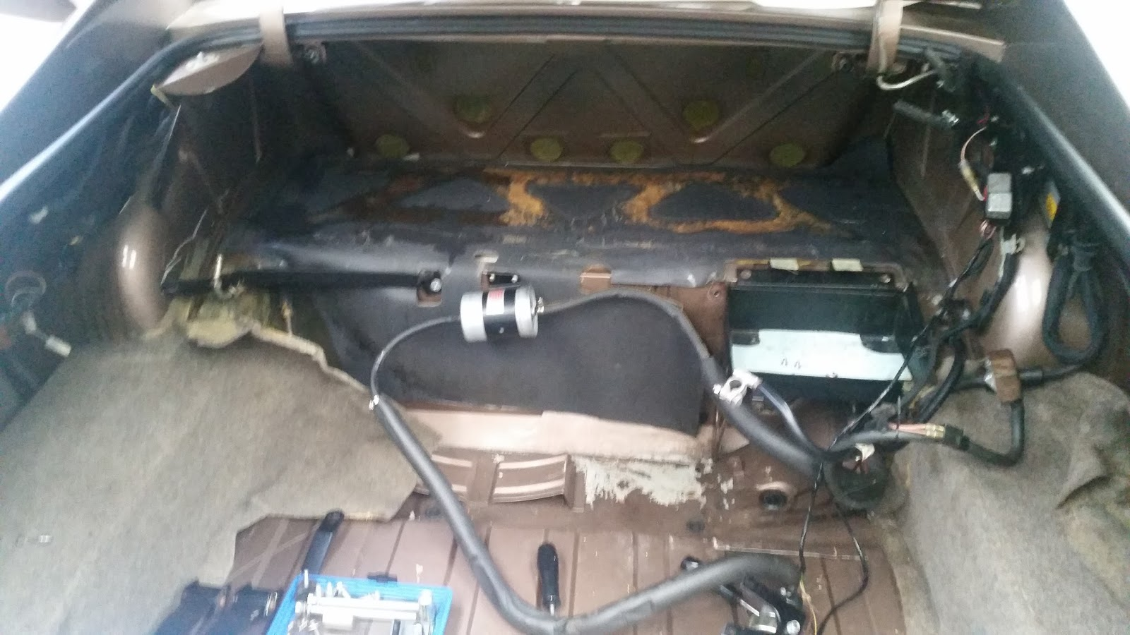 jaguar xjs: main gas tank removal and cleaning