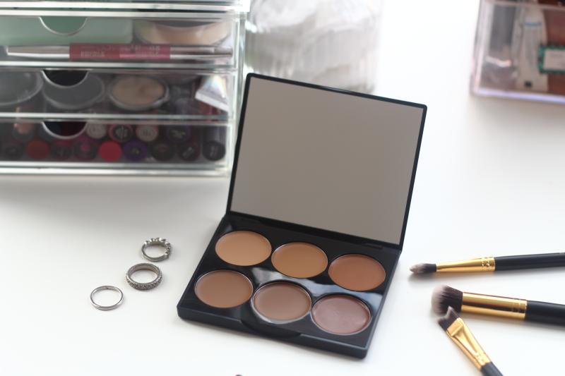 Tomi Kay Does Beauty Sleek Makeup Cream Contour Kit