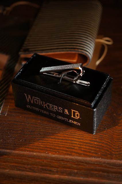 workers tie clip