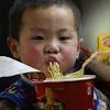 Inilah yang Terjadi Jika anak anak Terbiasa makan Mie Instant! Jangan dibiasakan ya