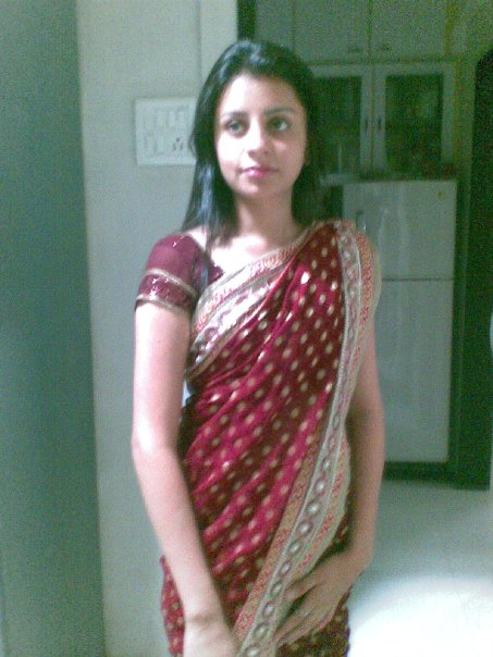 teen-Indian-Desi-girl-in-saree