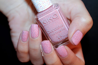 "Swatch of ""651 - Strawberry"" by Kiko"