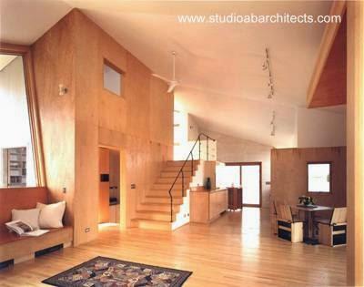 Open plan en el interior de la casa posmoderna en Orient NY
