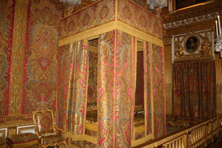 Eninvierno al monarca se lo despertaba a las ocho y media for Dormitorio luis xvi