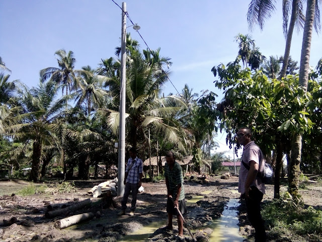 Muslim, warga kampung Lubuk Buaya saat dijumpai wartawan.