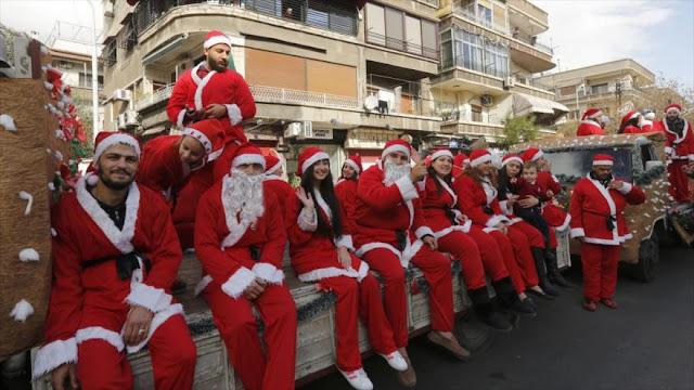 Sirios, alegres por derrota de terroristas, festejan la Navidad
