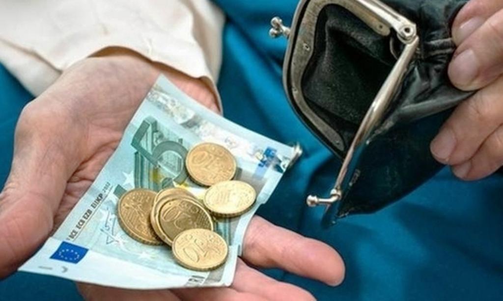 Απλώνει «χέρι» η κυβέρνηση στις συντάξεις κάτω των 1.000 ευρώ