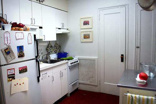 تنظيم المطابخ الصغيرة وكيفية استغلالها بالصور تنضيف البيت