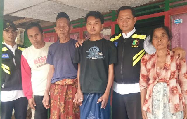 Kepolisian Resort Probolinggo melalui Dokter Kesehatan Polres, langsung tanggap serta turun kelokasi rumah Nasron Azizah (27) penderita penyakit aneh di Dusun Manggisan Desa Seneng Kecamatan Krucil. www.kraksaan-online.com