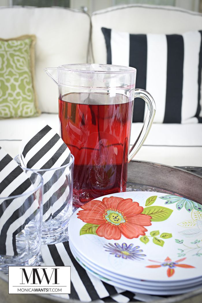 A recipe for a sparkling passion tango iced tea that is tastier than Starbucks' version.