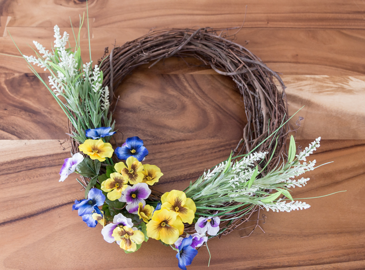 Easy Spring Wreath | Flowers | Home Decor | Porch | Front door | DIY