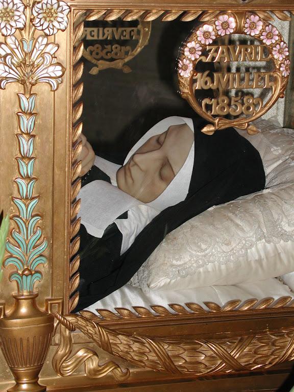 Urna com o corpo de Santa Bernadette em Nevers