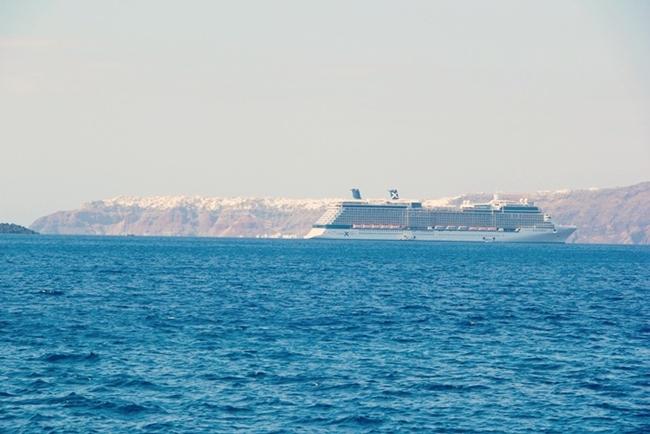 Santorini cruising boats