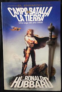Portada del libro Campo de batalla: la Tierra, de L. Ron Hubbard