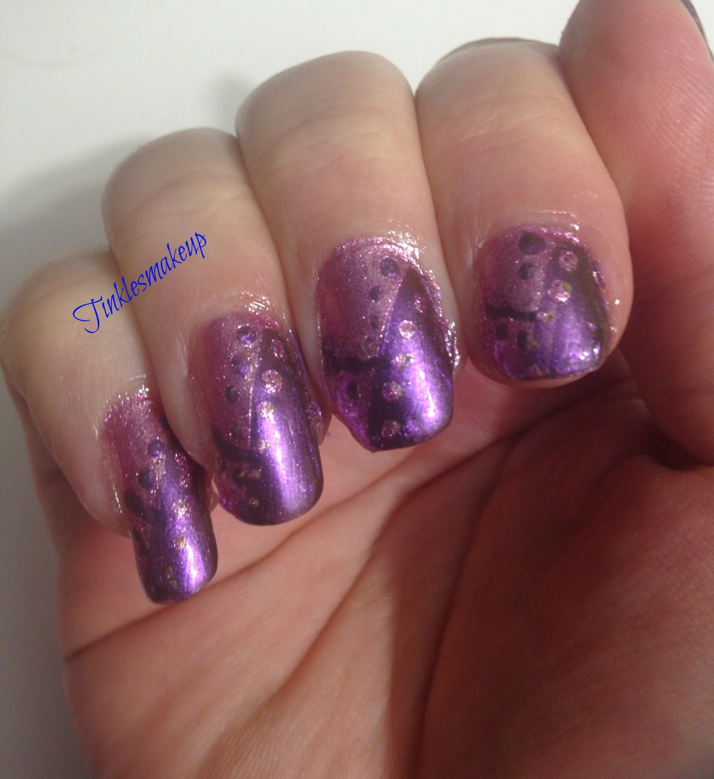 Tinklesmakeup: Dots and lines nail art
