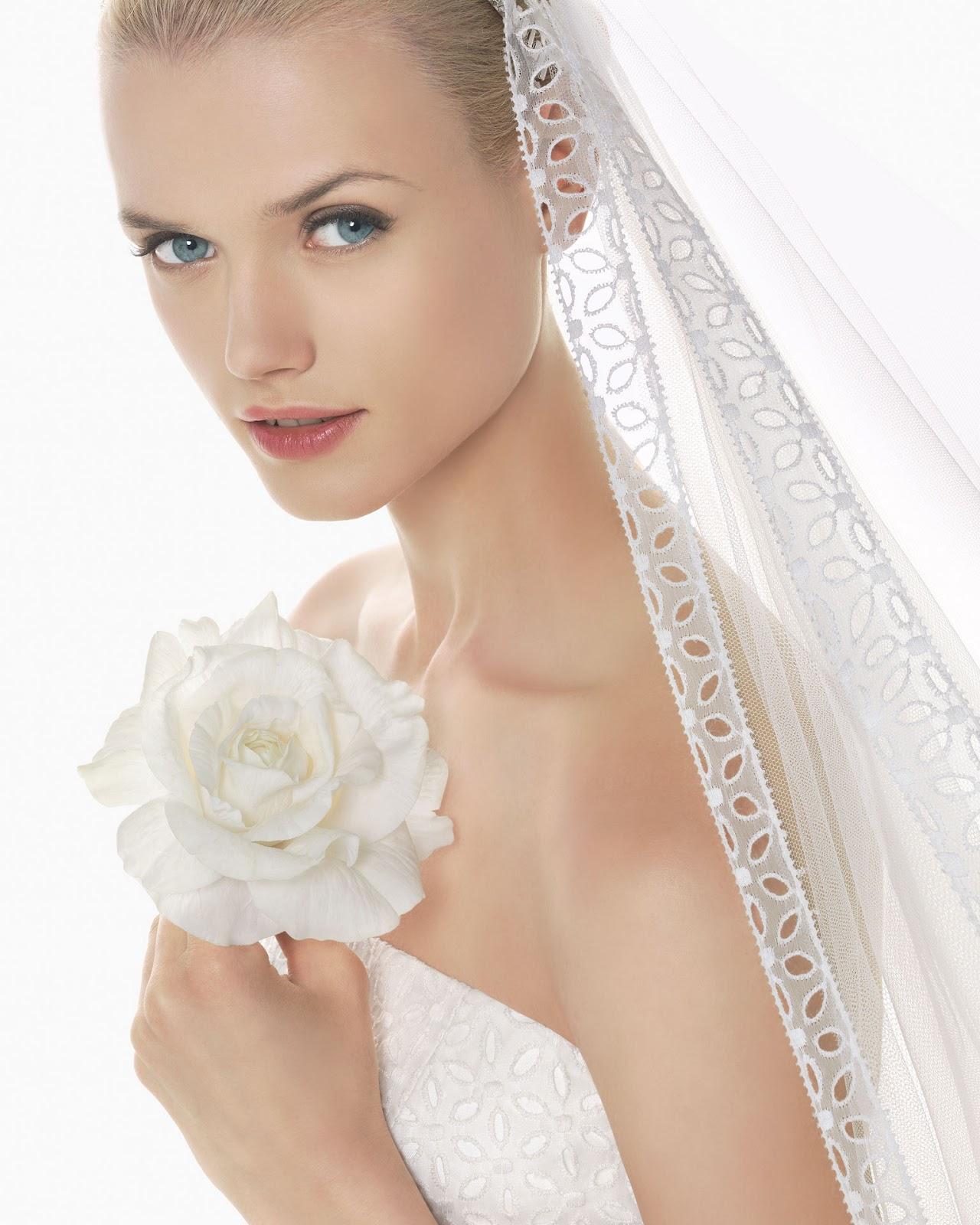 b42bf91f09 ... a enseñar los modelos de Rosa Clará para 2013. Asi que las novias que  aun estáis en busca de vuestro vestido y complementos estos son algunas  opciones.