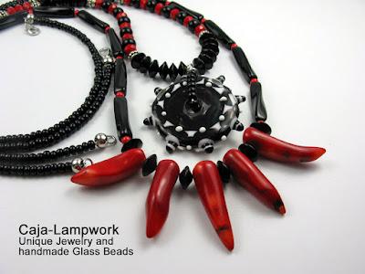 lange, schwarz-rote Lampwork Kette